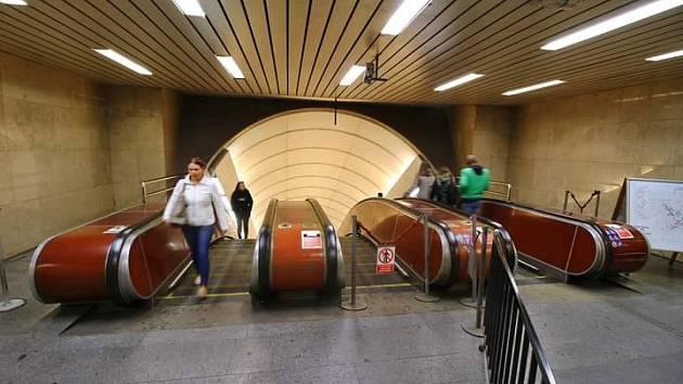 Eskalátory ve stanici Karlovo náměstí.