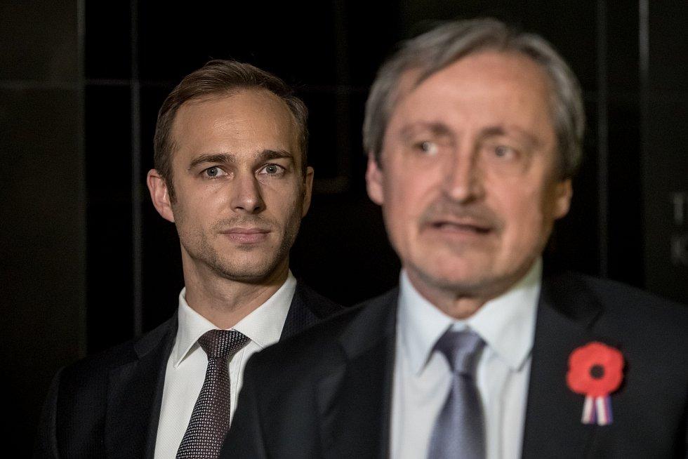 Pražské ANO si na sněmu 11. listopadu zvolilo nové vedení, předsedou se stal Jan Říčař. Zleva Jan Říčař a Martin Stropnický.