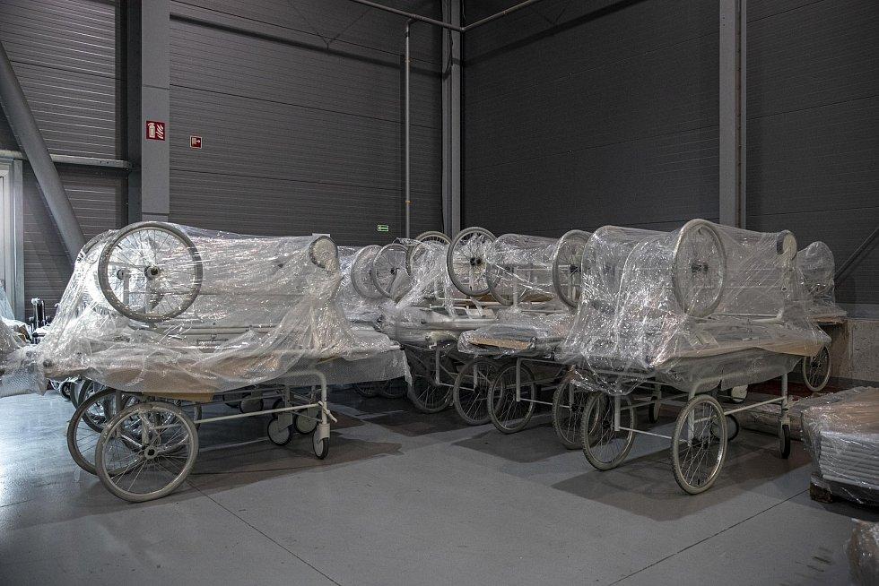 Novináři si mohli 22. října 2020 prohlédnout výstavbu polní nemocnice v pražských Letňanech.