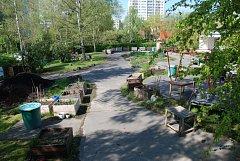 ZAHRADA VIDIMOVA. Komunitní zahrada funguje od roku 2013 uprostřed paneláků Jižního Města ve stejnojmenné ulici.