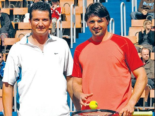RANAŘI. Richard Krajicek (vlevo) a Goran Ivaniševič bavili tenisemsebe i diváky.
