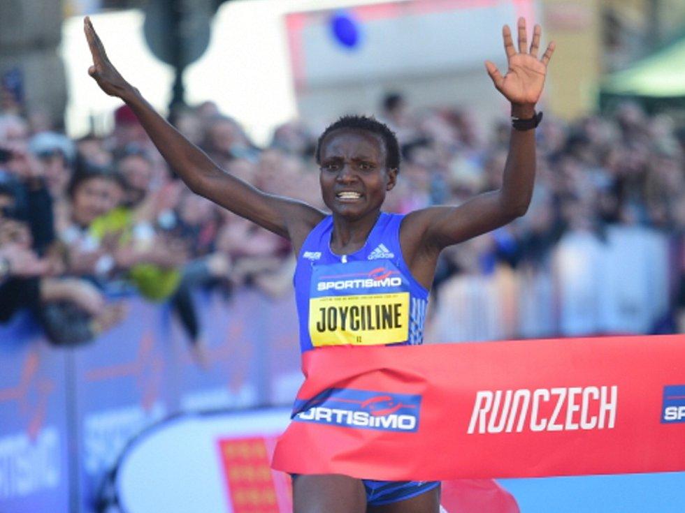Keňanka Joyciline Jepkosgeiová.