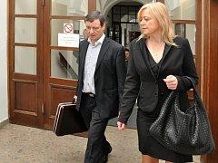 Obžalovaný David Rath s obhájkyní Marcelou Ondřejovou u Krajského soudu v Praze.