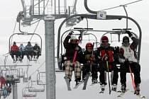 Ve většíně českých horských středisek se sníh zatím drží.