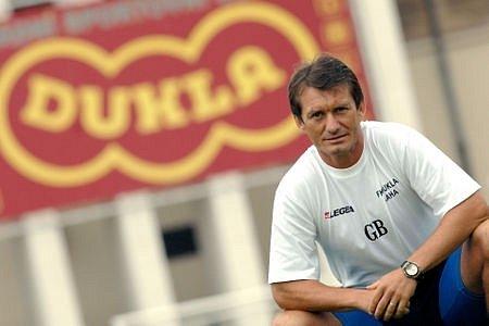"""""""Trenéři jsou u nás naháněni do takových mantinelů, že to v demokratické společnosti nemá obdoby,"""" říká trenér Dukly Günter Bittengel."""