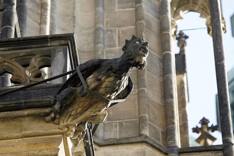 Ke ztrátám chrličů docházelo opotřebením díky povětrnostním podmínkám, ale také při při požáru roku 1541 nebo při ostřelování Prusy roku 1757.