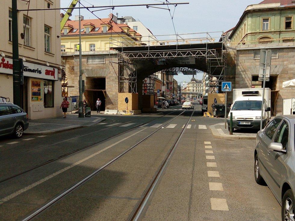 Negrelliho viadukt - most přes Sokolovskou ulici.