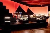 Celosvětově oceňovaná a unikátní výstava Sluneční králové byla v Národním muzeu prodloužena až do konce září.