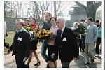 PhDr. Vojmír Srdečný s A. Bugrem v KT Sachsenhausenu – Oranienburgu u příležitosti 60-tého výročí osvobození tábora.
