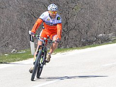 Cyklista Jan Slavíček na kole. Závodění už má prý za sebou, jízda je pro něj relax.