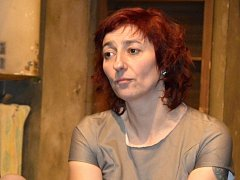 Hlavní roli autistky Wendy ve hře Kakadu, která inspirovala akci Dej si kabát do šatny, bravurně ztvárnila herečka Simona Babčáková.