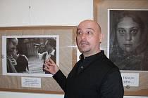 László Sümegh – koordinátor projektu Šance na výstava Děrti ulice 1995 – 2010.