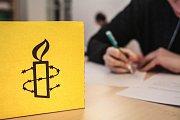 Psaní dopisů je mezinárodní akce na podporu nespravedlivě vězněných a utlačovaných lidí. Pod Amnesty international.
