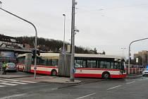 Nehoda autobusu ve Veleslavíně.