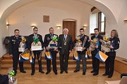 Uznání aktivním policistům, strážníkům i hasičům, kteří působí v oblasti Chodova a okolí, vyslovila radnice Prahy 11