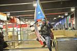 Demonstrace za odstoupení Andreje Babiše. Lidé se po skončení programu na Václavském náměstí vydali na Hlavní nádraží. - 10. prosince 2019