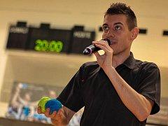 Jan Weber - několikanásobný mistr světa ve footbagu, neboli hakysaku, a freestyle fotbalu.