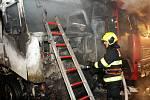 Požár kamionu nedaleko ulice Českobrodská.