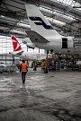 Hangár společnosti Czech Airlines Technics (CSAT) 19. listopadu 2018 v prostorách Letiště Václava Havla Praha pro kontrolu větších letadel.