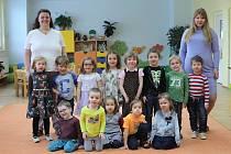 MŠ Pod Lipkami - 1.třída, zleva učitelky Marie Tomková a Hana Nemcová.