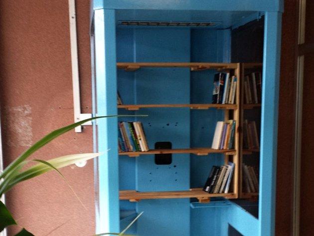 Nemocnice Na Bulovce v Praze má svou KnihoBudku.