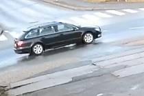 V souvislosti s vyšetřováním série loupežných přepadení hledají kriminalisté důležitého svědka. Jedná se o řidiče černé Škody Superb kombi, coby partnerského řidiče společnosti BOLT, která zprostředkovává přepravu osob.