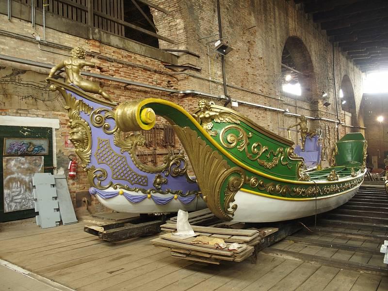 Benátky vlastní celkem 10 pompézních lodí typu bissone.