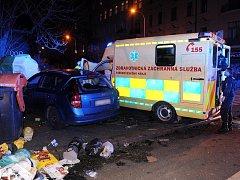 Nehoda sanitky a osobního vozu v Korunní ulici.