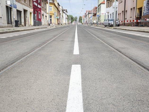 Slavnostní otevření zrekonstruované tramvajové trati v ulici Klapkova v úseku Vozovna Kobylisy–Březiněveská.