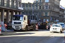 Policisté v úterý po poledni částečně uvolnili provoz v Sokolské ulici.