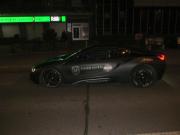 Pražští policisté pronásledovali v krátkém sledu v noci dvě auta. Řidiče mercedesu zadrželi. Šofér BMW uniká.