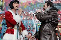 Pouliční happenig s herci muzikálu Rent.