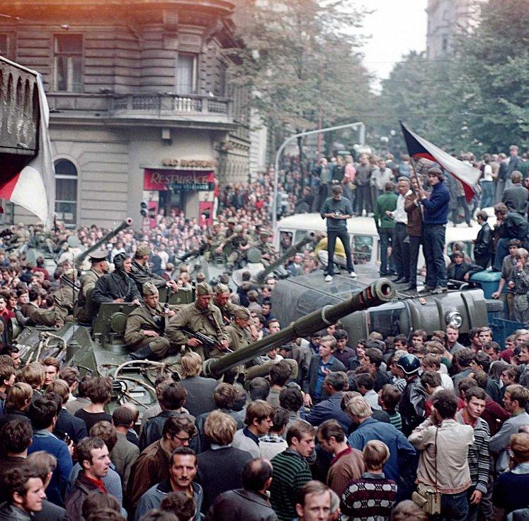 Nejdramatičtější chvíle začátku okupace ČSR vojsky Varšavské smlouvy 21. srpna 1968 se odehrály na Vinohradské třídě před budovou Českého rozhlasu.