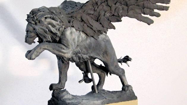 Model sochy Okřídlený lev. Na realizaci výtvarného nápadu sponzoři přispěli částkou 100 tisíc liber.