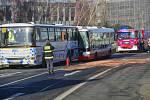 Na Chodově se srazily dva autobusy.