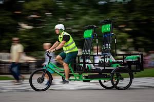 Lime vysílá do pražských ulic elektrická cargo kola, zvýší efektivitu patrolerů v centru města.