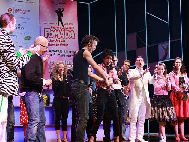 Herci z Divadla Kalich pokřtili CD Pomáda