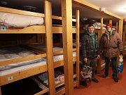 Příchod a ubytování bezdomovců na lodi Hermes.
