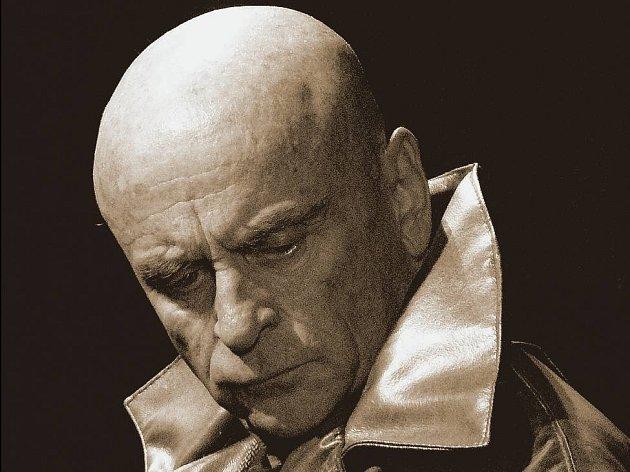 TITUS ANDRONICUS. Bořivoj Navrátil v hlavní roli inscenace Divadla v Dlouhé.