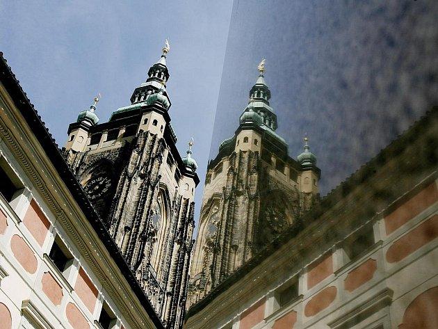 CHRÁM SVATÉHO VÍTA. Je mausoleem českých panovníků, jsou v něm uloženy české korunovační klenoty.