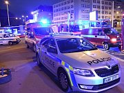 Ve stanici metra Pražského povstání řešily záchranné složky pád člověka do kolejiště.