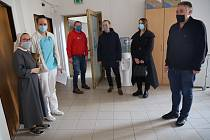 Radnice Prahy 3 požádala o schválení nového očkovacího místa v Nemocnici Sv. Kříže.