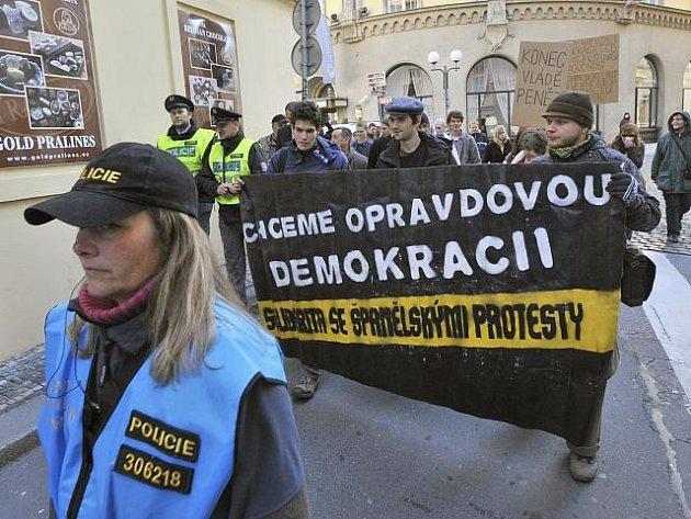 V centru Prahy se začali 15. října odpoledne shromažďovat účastníci demonstrace proti sociální a ekonomické nerovnosti ve světě.