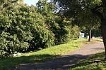 Pražští radní schválili stavbu veřejných záchodů a zázemí pro zahradníky na Petříně, proti němuž protestují občané. Jedna aktivistka navrhuje pro projekt jiné místo.