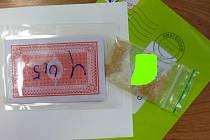 Poštovní zásilky naplněné drogami.