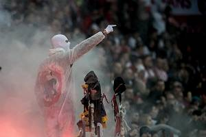 Zápas 28. kola Fortuna ligy mezi Sparta Praha a Slavia Praha, hraný 14. dubna v Praze v Sinobo stadium. fanoušci Slavie