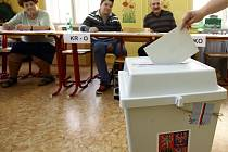 V Praze 10 se konaly doplňující volby na nového senátora a referendum.