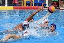 STŘÍBRNÍ! Muži Steppu Praha (bílé čepičky) vybojovali druhé místo ve Východoněmecké lize.