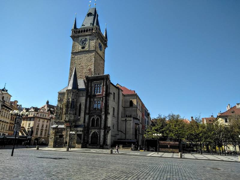 Karanténa vyprázdnila centrum metropole. Staroměstské náměstí s radnicí.