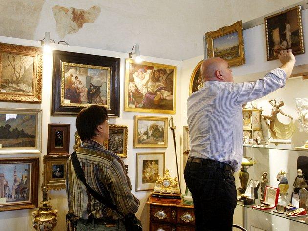 Na Novoměstské radnici v Praze začal veletrh starožitností Antique.